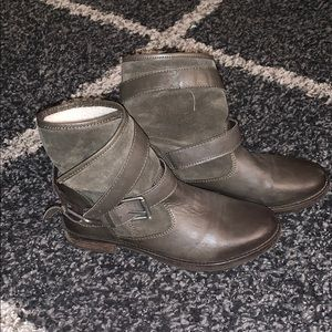 Shearling lined leather boots